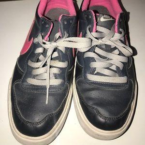 Nike 👟 sneakers